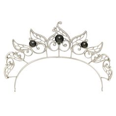 This tiara is the masterpiece of the Adorabella collection and made of white gold, diamonds and tahiti pearls. The tiara is convertible and can be worn as a collier (see pictures on homepage).