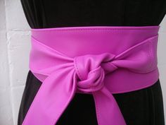 My stylish bright fuchsia pink / hot pink real leather obi belts are handmade using high quality Spanish leather.  These fab obi belts will accentuate your waist and show your curves in the right places. Wide obi belts are the finishing touch to any outfit, whether you are joining two separates or breaking up a long dress. Experiment with metallic colours to add glamour (gold obi belts, silver sash belts), bright colours (red corset belts, turquoise cinch belts, orange tie belts, yellow ...