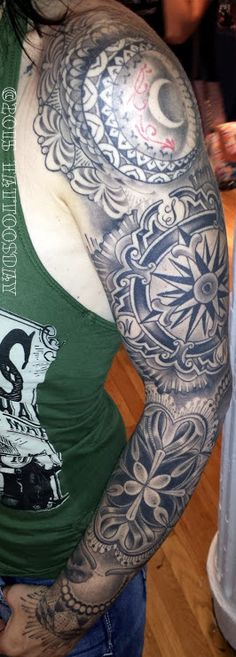 Tattoosday (A Tattoo Blog): Stacy Shares Some Amazing Work from Kings Avenue Tattoo (NYC Tattoo Convention)   http://tattoosday.blogspot.com/2015/08/stacy-shares-some-amazing-work-from.html