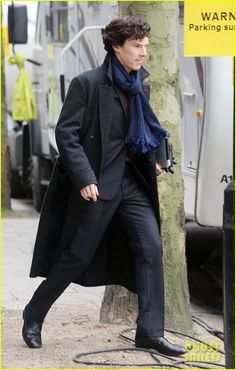 Non spoilery (imo) and LOVELY! {Benedict Cumberbatch: Sherlock Set with Martin Freeman! | benedict cumberbatch sherlock set with martin freeman 10 - Photo Gallery | Just Jared}
