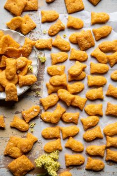 Better than store-bought homemade Goldfish...way easier than you'd think to make and so much better than the boxed stuff, maybe even a bit cheesier. Delish! Homemade Cheez Its, Homemade Crackers, A Food, Food And Drink, Healthy Toddler Snacks, Toddler Food, Kid Snacks, Cinnamon Toast Crunch, Half Baked Harvest
