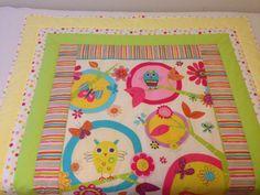 Veselé sovičky na strome Nová veselá deka z krásneho sovičkového panelu a farebne doladenými rámikmi okolo. Deka je z predpranej bavlny, vyplnená vatelínom. Pôsobí veľmi hravo a pre deti pútavo, lebo farebné veci majú radi. Ak máte jednoduchšiu izbičku, tak je vhodná práve pre vás, aby vám ju oživila. Táto deka je predaná, preto ďalšiu ušijem na želanie aj v inej ...