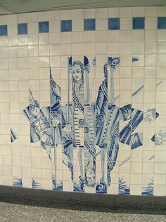 I love this deconstructed gentleman! Lisbon. Campo Grande Metro Station