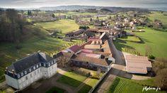 Photo aérienne d'un château en Rhône-Alpes. www.flytem.fr