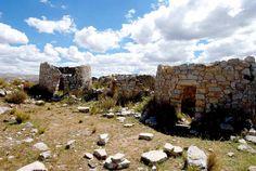 ruinas arqueológica de Tunanmarca , Jauja , Junin grupos de viviendas de piedras en forma circular que formaban un patio para los pobladores de elite -JavierHabich14