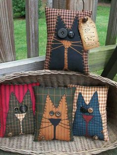 Note the red background fabric FOLK Art PrimiTive Fall ALLEY CAT Pillow Bowl Basket Fillers Buttons DecoraTion in Antiques, Primitives Primitive Fall, Primitive Folk Art, Primitive Crafts, Primitive Bedroom, Primitive Homes, Primitive Antiques, Primitive Country, Cat Crafts, Sewing Crafts