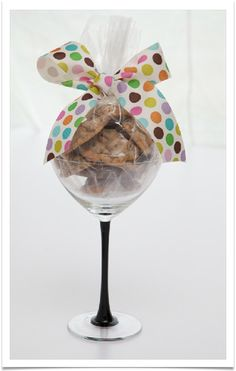 How adorable are these?! Cookie Glass provides homemade cookies, gift wrapped and delivered in elegant, reusable stemware.