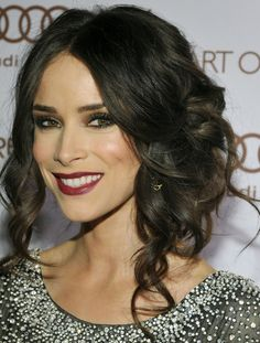 if i could do my hair like this, id have amazing hair !! :)