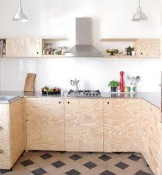 eine marmorplatte ein edelstahlband und altholz eine tolle kombination f r die k chenfront. Black Bedroom Furniture Sets. Home Design Ideas
