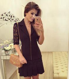 vestido preto com renda e gola, ariane canovas