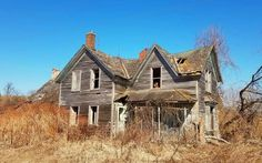 Abandoned Farm Houses, Abandoned Places, Wisconsin, Farmhouse, Printables, Cabin, Homes, House Styles, Home Decor