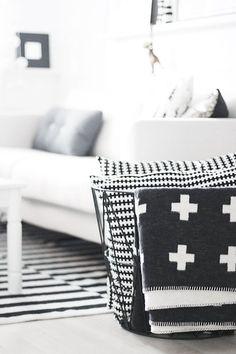 Swiss Cross Blanket | Black