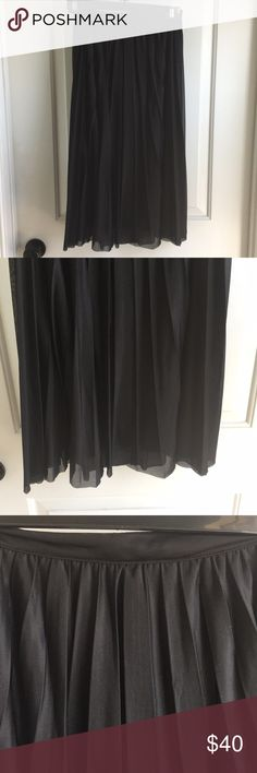 EUC high waisted French Connection pleated skirt. EUC high waisted French Connection skirt, size US 4. Runs small as it is meant to be high waisted and would best fit a 2/4. French Connection Skirts Midi