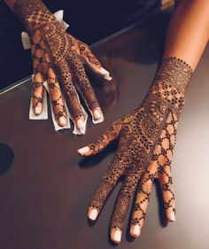 Mehndi is something that every girl want. Arabic mehndi design is another beautiful mehndi design. We will show Arabic Mehndi Designs. Henna Hand Designs, Mehandi Designs, Wedding Henna Designs, Modern Mehndi Designs, Mehndi Design Photos, Beautiful Henna Designs, Henna Tattoo Designs, Indian Wedding Henna, Traditional Mehndi Designs