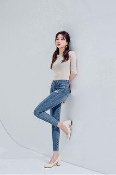 Casual Outfits: 25 Practical & Amazing Ideas [For Women] Casual Asian Fashion, Korean Fashion Shorts, Korean Fashion Kpop, Korean Fashion Winter, Korean Street Fashion, Ulzzang Fashion, Korean Outfits, Fashion Pants, Girl Fashion