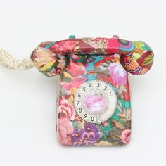 charlottecheri:  Retro floral telephone {want it. It's too beautiful} ༺✿Teresa Restegui http://www.pinterest.com/teretegui/✿༻
