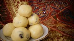 A Lovely yummy delicious sphere treat – a sweet of the festive time Ingredients Rava (Sooji) : 1 cup Sugar : ¾ cup Condensed Milk … Continue reading Delicious Desserts, Dessert Recipes, Treats, Vegetables, Breakfast, Sweet, Food, Sweet Like Candy, Morning Coffee