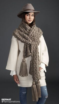 Pump Up The Volume Crochet Super Scarf - free super chunky pattern by Bernat for Yarnspirations. Chunky Crochet Scarf, Chunky Scarves, Crochet Poncho, Crochet Scarves, Crochet Clothes, Diy Crochet, Cowl Scarf, Knitting Accessories, Scarf Patterns