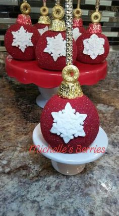 57 super Ideas for cake decorating christmas chocolate covered Holiday Candy, Christmas Candy, Christmas Desserts, Christmas Treats, Chocolate Navidad, Christmas Chocolate, Chocolate Covered Apples, Chocolate Strawberries, Paletas Chocolate