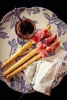 Picos de pan envueltos en jamón serrano con mantequilla de higos y mascarpone #tapas