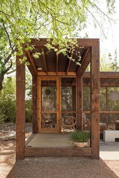 love this outdoor screened porch room