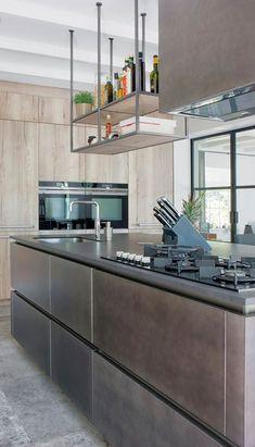 Een prachtige Snaidero Cucine keuken (model Loft) in Ossendrecht. Het industriële kookeiland is in de kleur aluminium pewter metaal. Fan van deze rauwe stijl?  #keuken #keukens #loft #snaidero #snaiderocucine #kookeiland #keukenblok #keukeneiland #koken #interieur #wonen #kitchen #kitchendesign #inrichting #modernwonen #industrieelwonen Attic Design, Kitchen Island, Loft, House, Painting, Inspiration, Furniture, Home Decor, Google