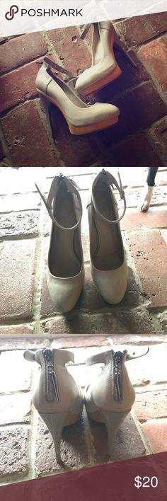 2911138d95c Rock   Republic Leather Heels 👠 Wood   leather heels • a few scuff marks  please