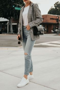 Plaid blazer street style // How to wear a plaid blazer with jeans // Casual chic blazer look // Common Projects street style // Citizens of Humanity Liya // Danielle Hastings Source by blazer outfit Blazer Outfits Casual, Blazer Outfits For Women, Outfit Jeans, Casual Jeans, Blazers For Women, Casual Blazer Women, Women's Blazers, Jeans Style, Blazer And Jeans Outfit Women