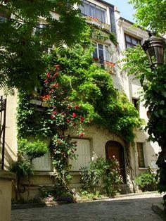 Butte aux Cailles Quarter, Square des Peupliers, Paris XIII Beautiful Paris, I Love Paris, Paris Country, Paris Secret, Image Paris, Have A Nice Trip, Winter Scenery, Visit France, Rues