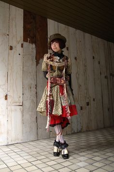 The Dolly Kei was born around 2007 thanks to Hitomi, a lovely japanese girl who loved antiques and started her own accesories brand, Dolly; but it's in 2008 when she opened her own vintage shop, Grimoire, and the dream became true.