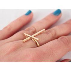 anillo de cruz en color oro, delgado, sencillo y puedes combinarlo con otros modelos de midi rings, $20 <3