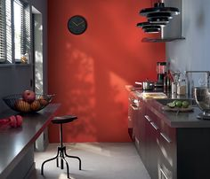 <span>Cuisine d'été</span><br/>Du soleil dans la cuisine toute l'année avec des murs peints dans une tonalité piquante et lumineuse. http://www.castorama.fr/store/pages/zoom-sur-colours-collection-gaspacho.html