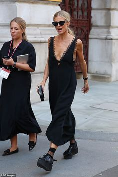Summer Fashion Laura Bailey shows off her slender frame in a silky black slip dress Laura Bailey, Daily Fashion, Look Fashion, Fashion Outfits, Fashion Tips, Fashion Trends, Classy Fashion, Fashion Quiz, Womens Fashion Casual Summer