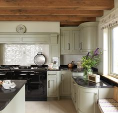 Worcestershire Manor - Border Oak - oak framed houses, oak framed garages and structures. Beautiful kitchen, wood beams and aga. Kitchen Mantle, Barn Kitchen, Kitchen Paint, Kitchen Tiles, New Kitchen, Kitchen Dining, Kitchen Decor, Kitchen Wood, Home Kitchens
