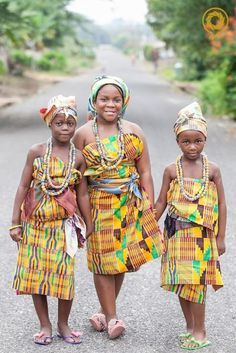 [IMG]' Girls dressed in Kente cloth and wearing Krobo beads. Ghana In america Japanese/chinese/thai culture seems to be romanticized with people. African Attire, African Dress, African Dance, African Beauty, African Fashion, Agbada Styles, Kente Cloth, African Textiles, African Culture