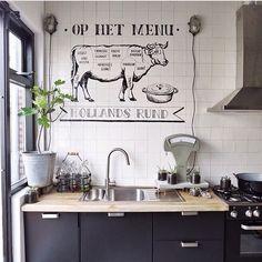 """946 mentions J'aime, 11 commentaires - Ilovemyinterior (@ilovemyinterior) sur Instagram : """"Deze te gekke muurtekening van """"Hollands Rund"""" in de keuken van @veelwoongeluk is gemaakt door…"""""""