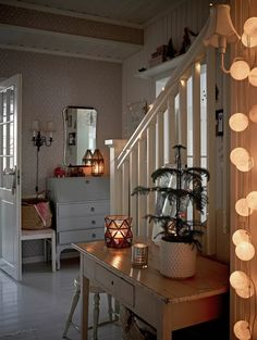 Cottage Entryway, Cottage Christmas, Hygge Home, Interior Decorating, Interior Design, Winter House, Scandinavian Home, Home Fashion, Cozy House