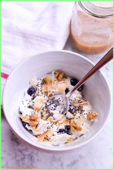 Healthy Smoothie Breakfast Bowl with Yogurt Toasted Coconut, Walnuts, Blueberries and Chia Seeds -- 26 grams of protein in one bowl! Vegetarian Recipes Hearty, Healthy Breakfast Recipes, Healthy Snacks, Healthy Recipes, Alkaline Recipes, Vegetarian Options, Healthy Breakfasts, Simple Recipes, Healthy Cooking
