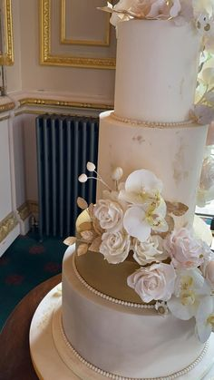 Wedding Cake Maker, Pretty Wedding Cakes, Amazing Wedding Cakes, Elegant Wedding Cakes, Wedding Cakes With Flowers, Wedding Cake Designs, Tiered Wedding Cakes, Art Deco Wedding Cakes, Gold Wedding Cakes