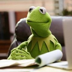 Create your own images with the kermit sitting at desk trying not to eat sn Kermit Face, Kermit The Frog, Sapo Kermit, Funny Kermit Memes, Gavin Memes, Sapo Meme, Frog Wallpaper, Frog Meme, Chicken And Shrimp