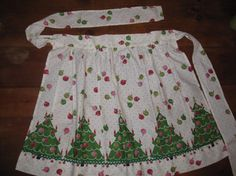 Christmas apron--would love a Valentine's Day apron too--all things made with love!