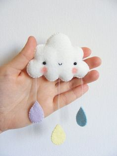 http://www.shoppinggamesforkids.com/category/mobile/ PDF pattern Rainbow and clouds baby crib mobile por iManuFatti