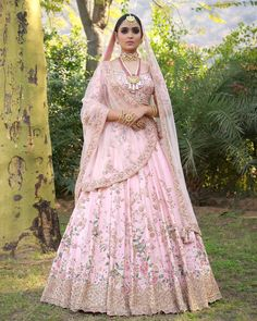 The Uniqueness of the Collection of Indian Wedding Saris Pink Bridal Lehenga, Wedding Lehnga, Designer Bridal Lehenga, Indian Bridal Lehenga, Pink Lehenga, Bollywood Wedding, Lengha Choli Designer, Baby Pink Saree, Bridal Anarkali Suits
