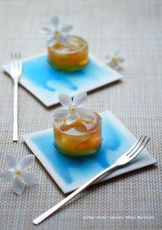 ジャスミンティ&白桃の錦玉羹〜Kingyokukan の画像|モード系*和菓子 + 器 のテーブルスタイリング