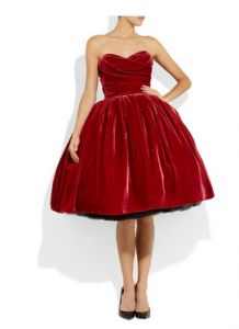 Not sure it's vintage or a replica but this 50's dress is the best christmas dress I've ever seen. The velvet and the huge skirt makes it perfect to snuggle in a sofa while giving away the christmas gifts.