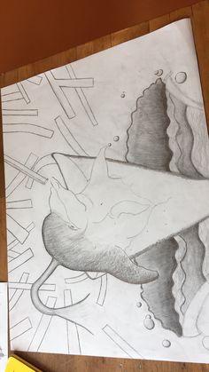 Deze les heb ik meer de arceringen er bij gemaakt en de patatjes. De arceringen zijn erg moeilijk om te maken omdat er niet overal schaduwingen moeten. De volgende les ga ik verder met arceringen en de patatjes.