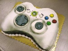 Video Game Controller Cake: This was the time my 11 year old son had a small birthday party where he just invited his buddies to play with his new video game equipment. Since I knew Small Birthday Parties, Birthday Games, 11th Birthday, Birthday Ideas, Cake Birthday, Playstation Cake, Xbox Cake, Video Game Cakes, Video Games