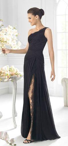 Vestido negro muy elegante.