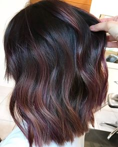 How to Try the Violet-Copper Hair Trend Without Bleaching Your Whole Head So pr. - How to Try the Violet-Copper Hair Trend Without Bleaching Your Whole Head So probieren Sie den vio - Auburn Hair Balayage, Hair Color Balayage, Hair Highlights, Copper Balayage Brunette, Brown Hair With Red Highlights, Dark Red Balayage, Black Hair With Lowlights, Chocolate Highlights, Dark Ombre
