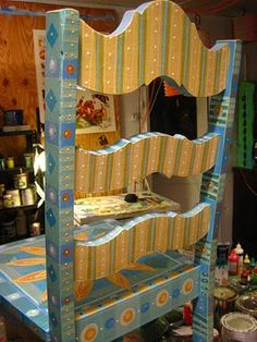 Idee per mobili funky – Recycled Furnitures Ideas Whimsical Painted Furniture, Painted Chairs, Hand Painted Furniture, Funky Furniture, Paint Furniture, Repurposed Furniture, Furniture Projects, Kids Furniture, Furniture Makeover